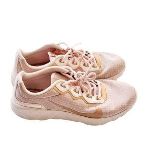 Nike Explore Strada Sneakers women's size 9